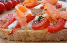 bruschetta de tomate au saumon