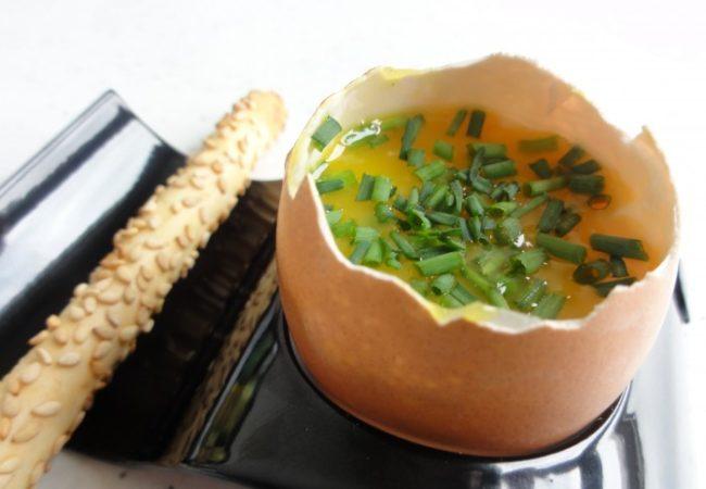 Oeuf à la coque au parmesan et ciboulette