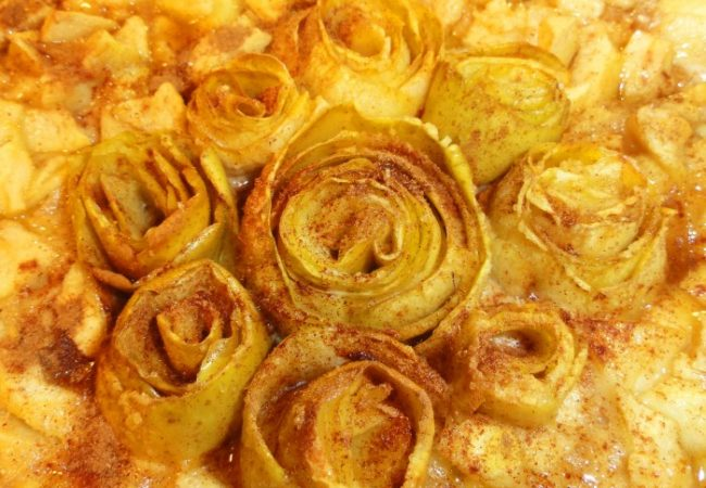 Tarte aux pommes en fleurs caramel beurre salé