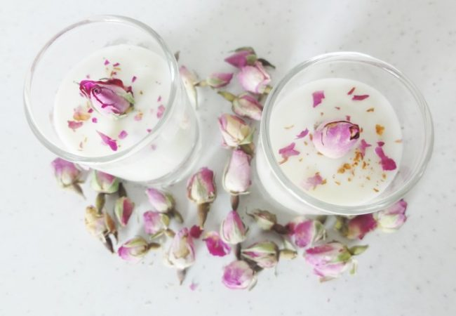 Crème dessert aux pétales de roses