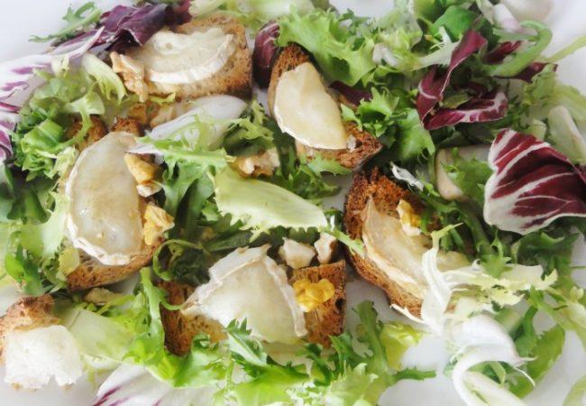Salade de chèvre chaud aux noix