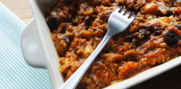 Moussaka grecque traditionnelle aux fourneaux - Cuisine grecque traditionnelle ...