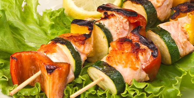 Brochette de poisson au barbecue aux fourneaux - Sauce pour saumon grille barbecue ...