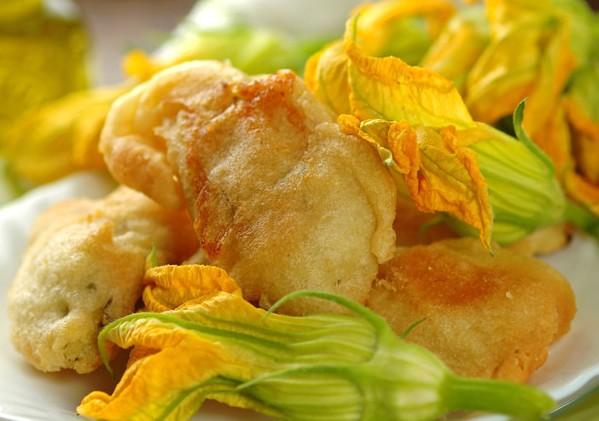 Petits beignets de fleurs de courgette