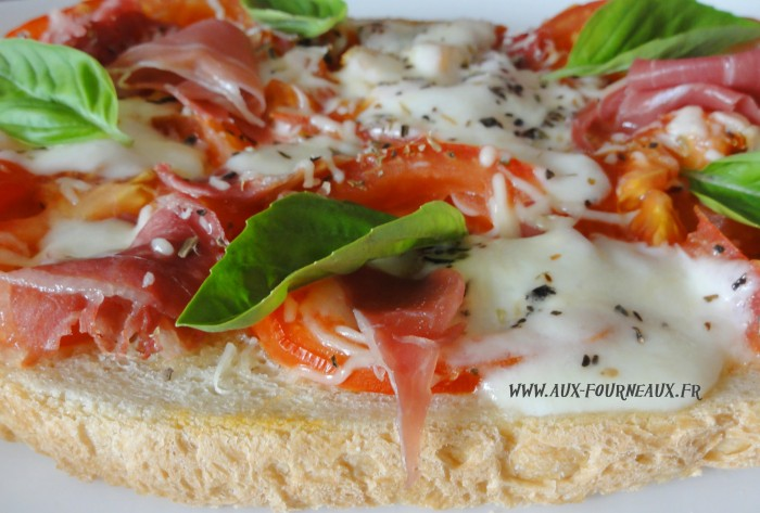 Bruschetta tomates mozzarella d'origine italienne