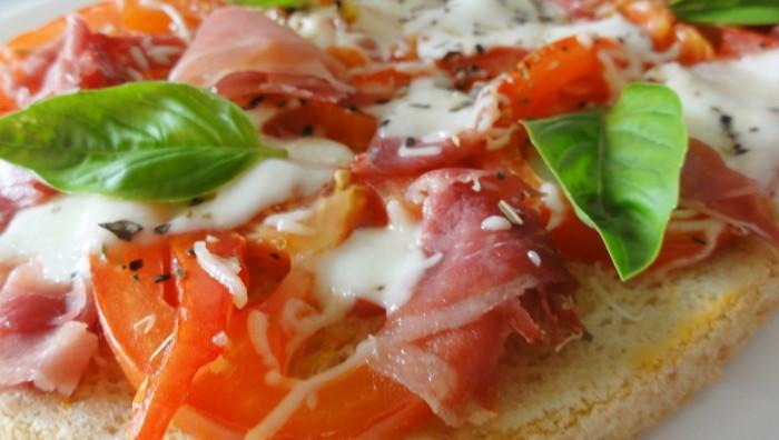 Bruschetta tomates mozzarella origine italienne
