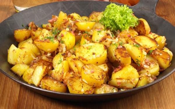 Pommes de terre primeurs sautées à l'ail