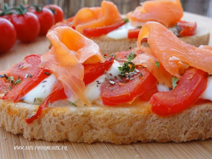 bruschetta de tomate au saumon aux fourneaux. Black Bedroom Furniture Sets. Home Design Ideas
