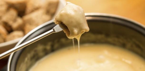 vraie-fondue-savoyarde-traditionnelle