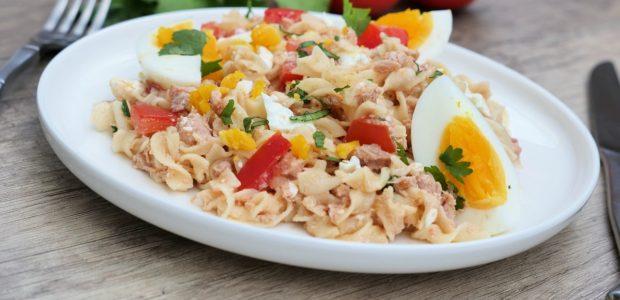 Salade de pâtes thon, œufs et tomates