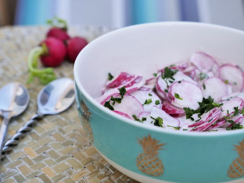 Salade de radis à la crème ciboulette