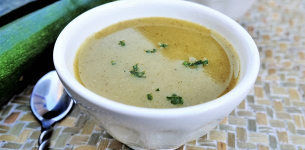 Soupe froide de courgettes-basilic